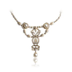 Majestic pearls and exquisite diamond necklace