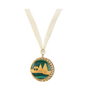 beautiful gold in inlaid on a single malachite