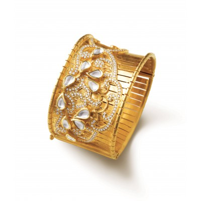 Zardosi patterns bangle wrought in gold, Diamond & Polki - Zoya